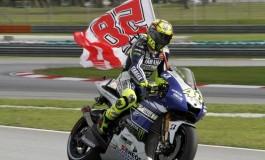 Rossi, giro d'onore per Simoncelli