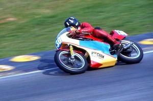 Damon Hill su Yamaha TZ