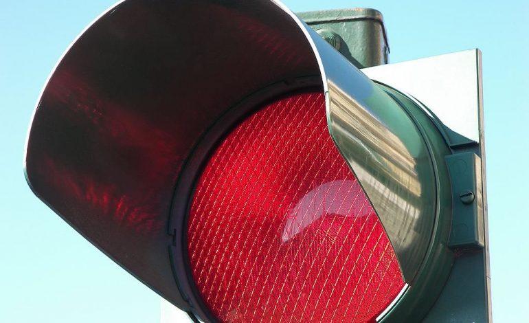 Se passi col semaforo rosso, nessun concorso di colpa!