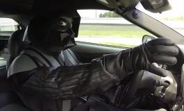 Darth Vader vs Chewbacca in Supercar!