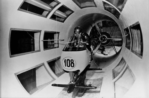 1950, la Moto Guzzi è il primo costruttore di moto dotato di galleria del vento in scala reale