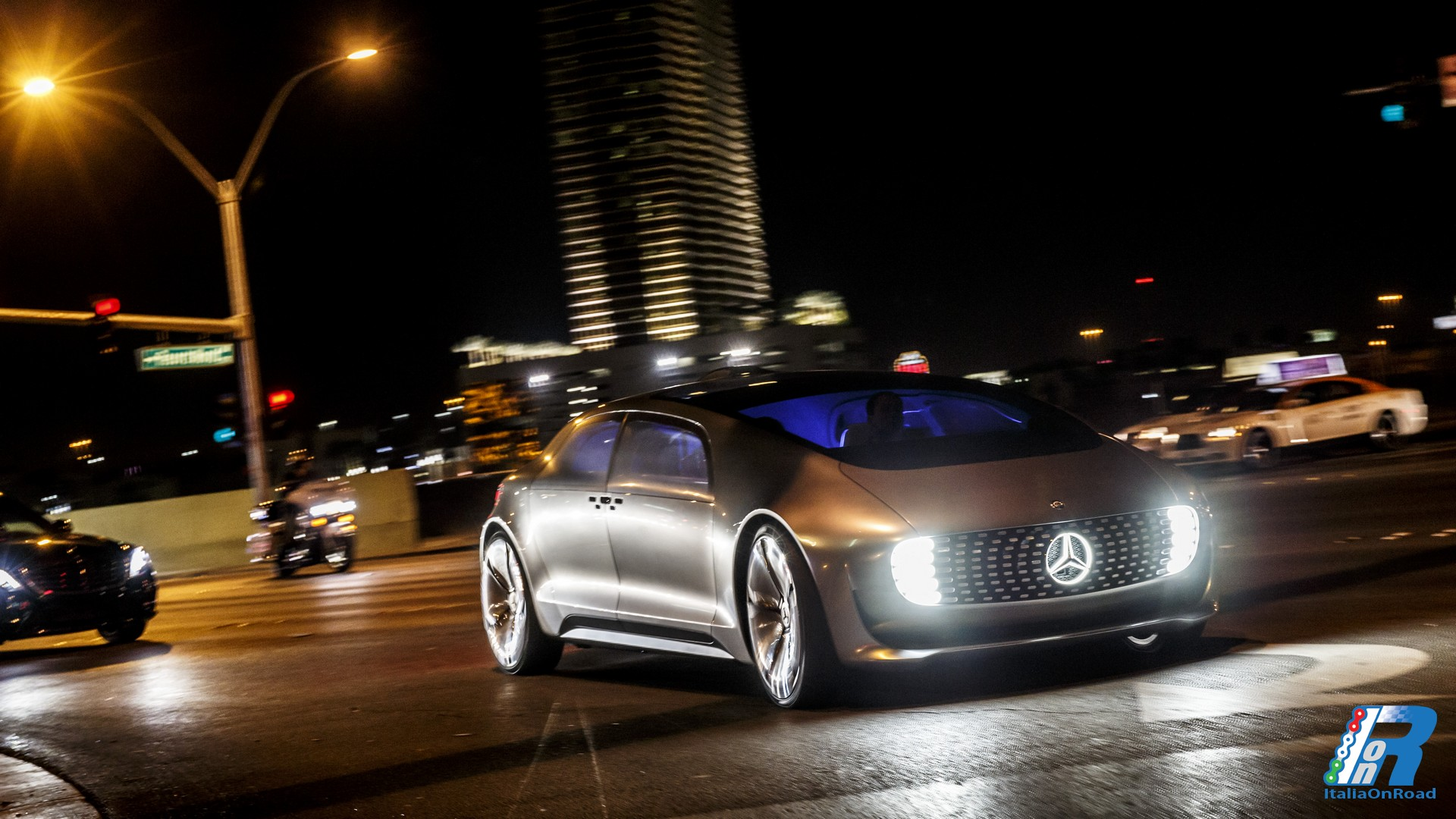 Mercedes benz f 015 luxury in motion il futuro arrivato for Mercedes benz f 015