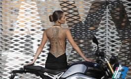 """BMW R nineT sfila sulle passerelle del  """"Tattoo d'Haute Couture"""" di Roma"""