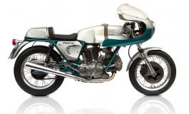 """Breve storia della 750 SS """"carter tondi"""", la moto che può essere ricordata come l'antenata delle Ducati SBK"""