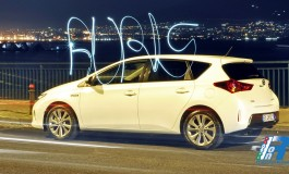 Prova Toyota Auris Hybrid, tecnologicamente ibrida - la prova