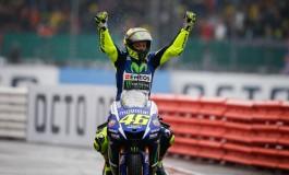 MotoGP: Rossi domina Silverstone, Petrucci e Dovizioso chiudono il podio Italiano