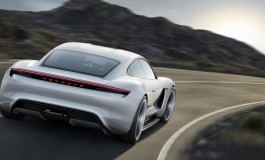 Porsche Mission E: 600 CV, autonomia di 500 km, tempo di ricarica 15 minuti