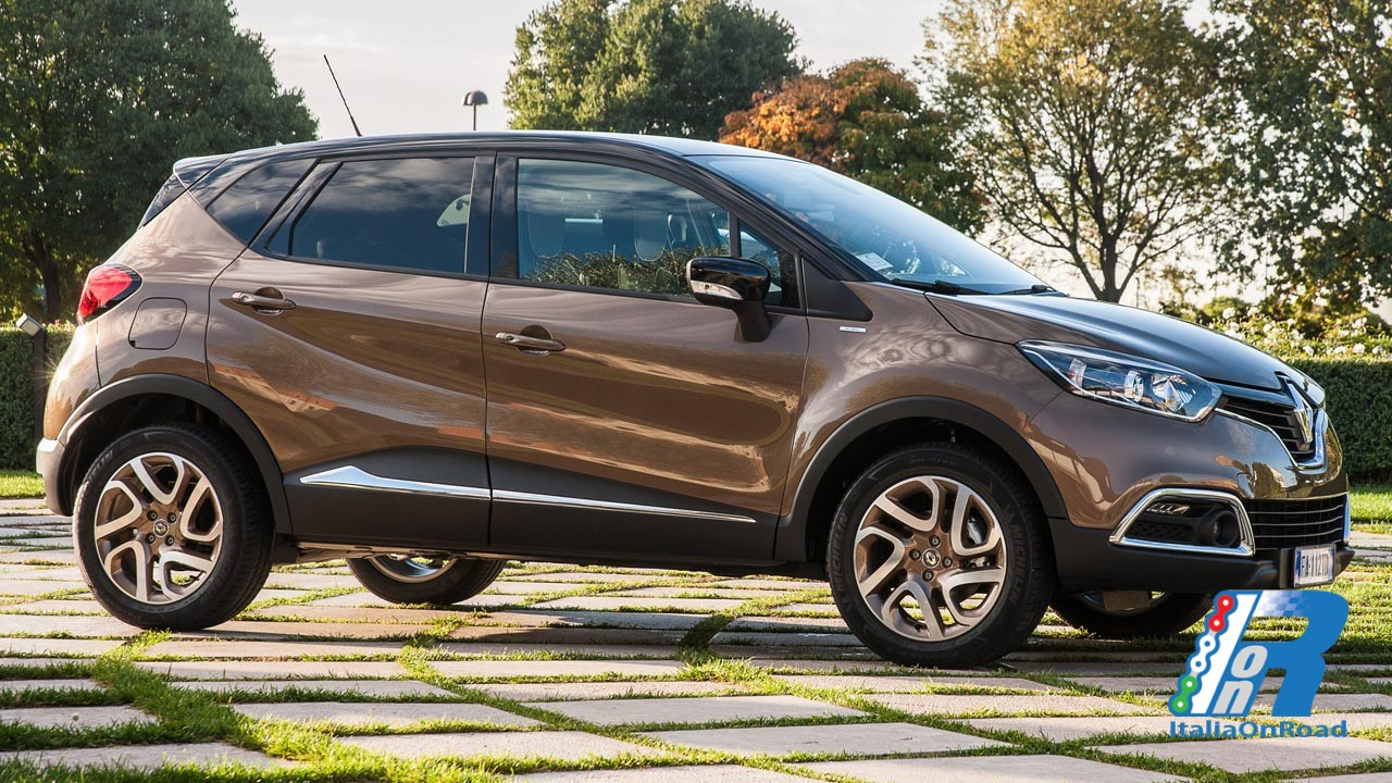 Renault captur rinnova il top della gamma con iconic ed for Captur excite