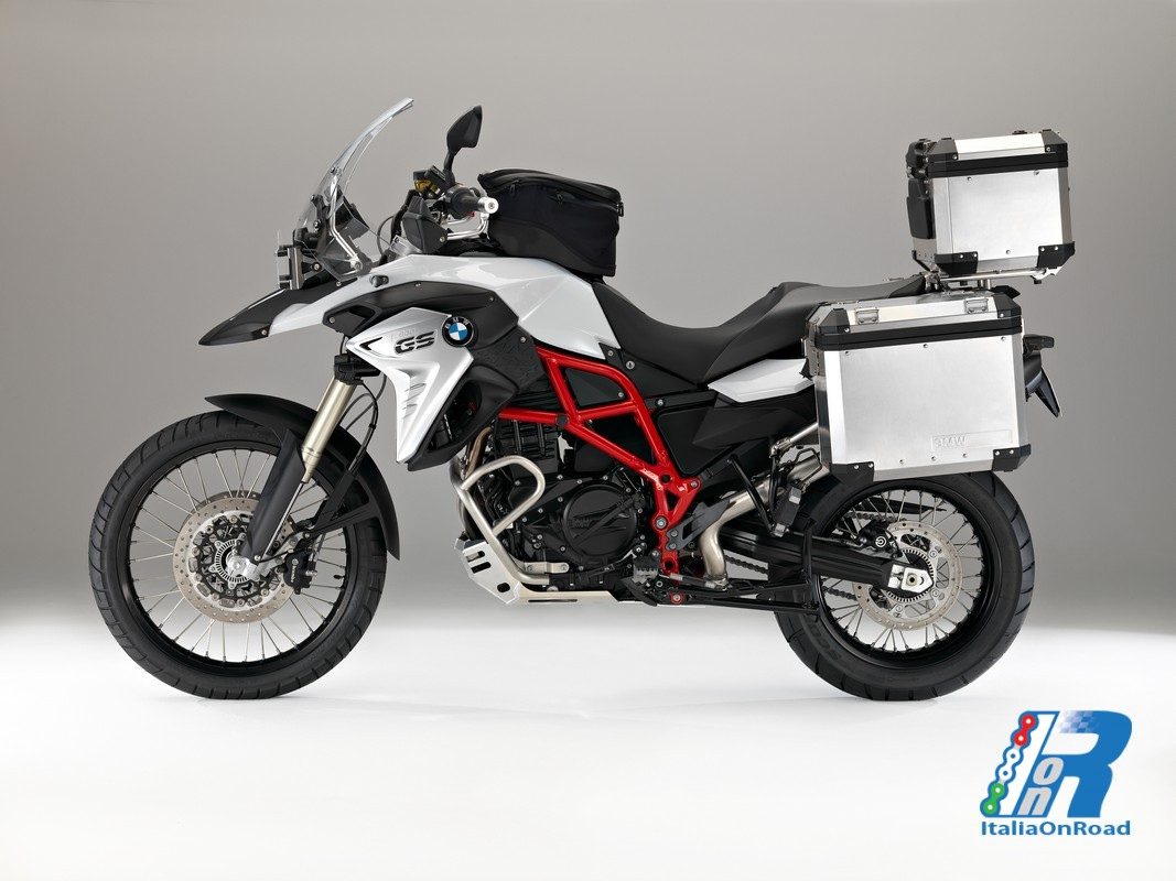 bmw motorrad presenta le nuove bmw f 700 gs e f 800 gs. Black Bedroom Furniture Sets. Home Design Ideas