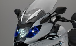 BMW Motorrad presenta un concept di fari laser per motocicli e un casco con head-up display