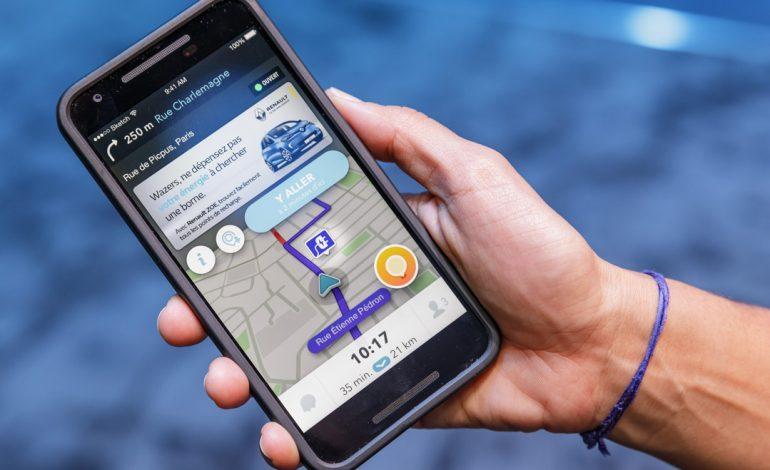 Renault si allea con Waze per un'esperienza di guida potenziata