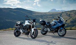 BMW Motorrad rivisita i modelli F 800 R e F 800 GT. Divertimento di guida sportivo e turismo dinamico in una forma più affilata
