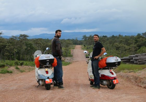 Parigi-Saigon in sella a scooter Piaggio: Lo hanno fatto!