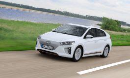 Hyundai IONIQ Electric arriva in Italia e promuove la mobilità sostenibile