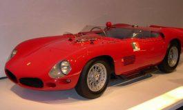Le tante facce della Ferrari 330TR del 1962, da vettura da competizione ad elegante spider