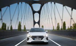 Hyundai consegna una IONIQ Hybrid al Comune di Bologna