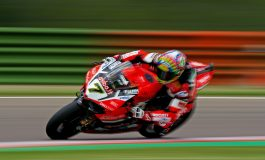 Superbike - Chaz Davies vince gara 1 a Imola. Brutto incidente per Laverty