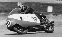 """Libero Liberati, il """"Cavaliere d'acciaio"""", campione del mondo della classe 500 nel 1957"""