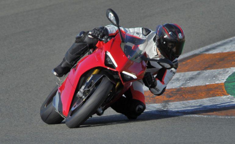 Prova Ducati Panigale V4 sul Circuito di Valencia