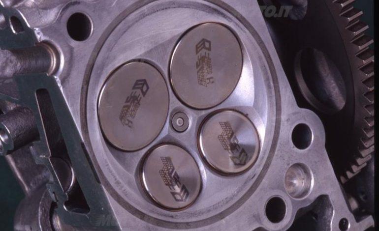 Tecnica – Motori a 4 tempi: le valvole, numero e angolo incluso