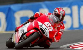 """4/6 Aprile 2003 - Al GP del Giappone la Ducati Desmosedici esordisce in gara col """"botto"""""""