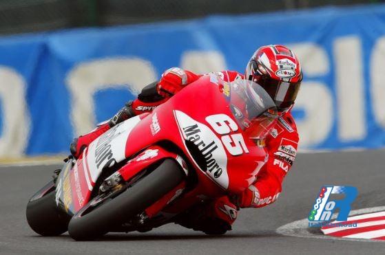 """4/6 Aprile 2003 – Al GP del Giappone la Ducati Desmosedici esordisce in gara col """"botto"""""""