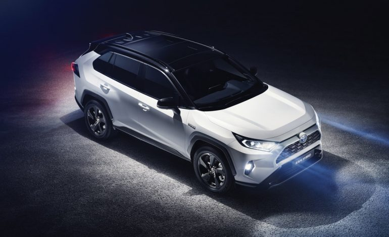 Nuovo Toyota RAV4 HYBRID, si aprono gli ordini della quinta generazione del modello che ha originato il fenomeno SUV
