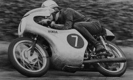 1961, Hailwood regala a Soichiro Honda la vittoria più ambita: il Tourist Trophy