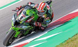 WorldSBK - In Gara2 Jonathan Rea guida la tripletta Kawasaki. Cade Bautista