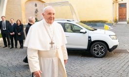 Il Gruppo Renault dona una Dacia esclusiva a Papa Francesco