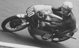 Quel giorno in cui Hailwood vinse nella stessa giornata con moto a 2 e 4 tempi