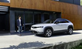 Mazda presenta la gamma e i prezzi della MX-30