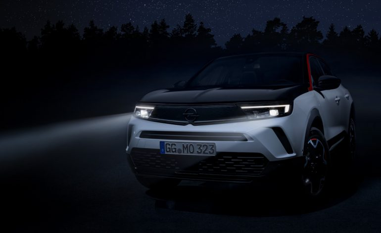 Nuovo Opel Mokka con fari IntelliLux LED Matrix