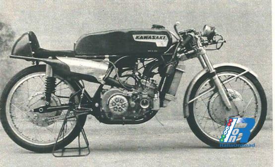 Il 23 ottobre 1965, la Kawasaki debutta nel Motomondiale